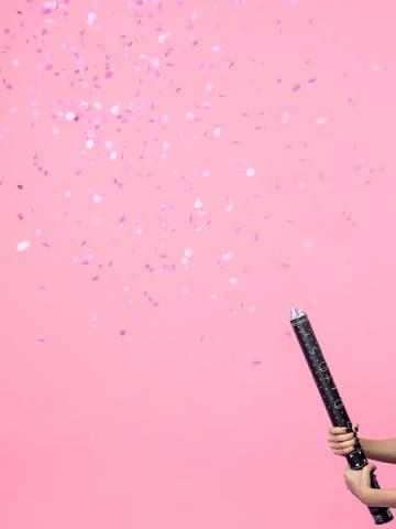 Konfettikanon gender reveal, rosa
